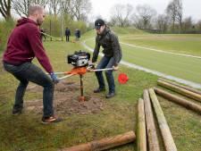 Astylos en OER Sportief bouwen hindernisbaan bij de atletiekbaan: 'Afzien hoort erbij'