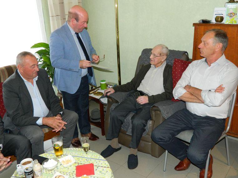 Een delegatie van het schepencollege kwam Urbain feliciteren.