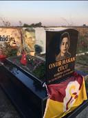 Het graf van de 14-jarige Onur Cücü in het Turkse Adana