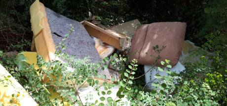 Oud meubilair gedumpt in Winterswijk