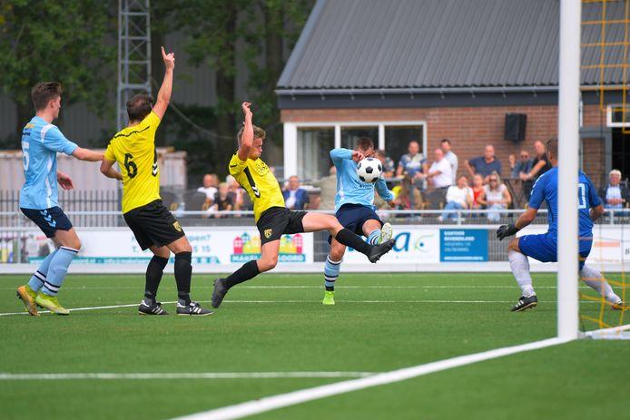 GVV'63 won op het nieuwe kunstgrasveld met maar liefst 5-0 van Noad'32 uit Wijk en Aalburg.