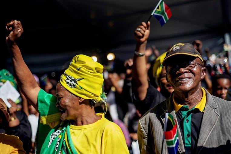 De kleuren van het ANC, de partij van Nelson Mandela, waren overal aanwezig. Beeld AFP