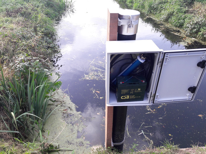 Waterschap Aa en Maas startte in het Oost-Brabantse Westerbeek een proef waarbij de kwaliteit van oppervlaktewater continu wordt gemonitord met sensoren.