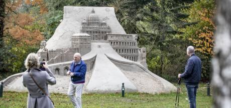 Laatste dag internationale expositie van menshoge zandsculpturen rond kasteel in Diepenheim goed bezocht