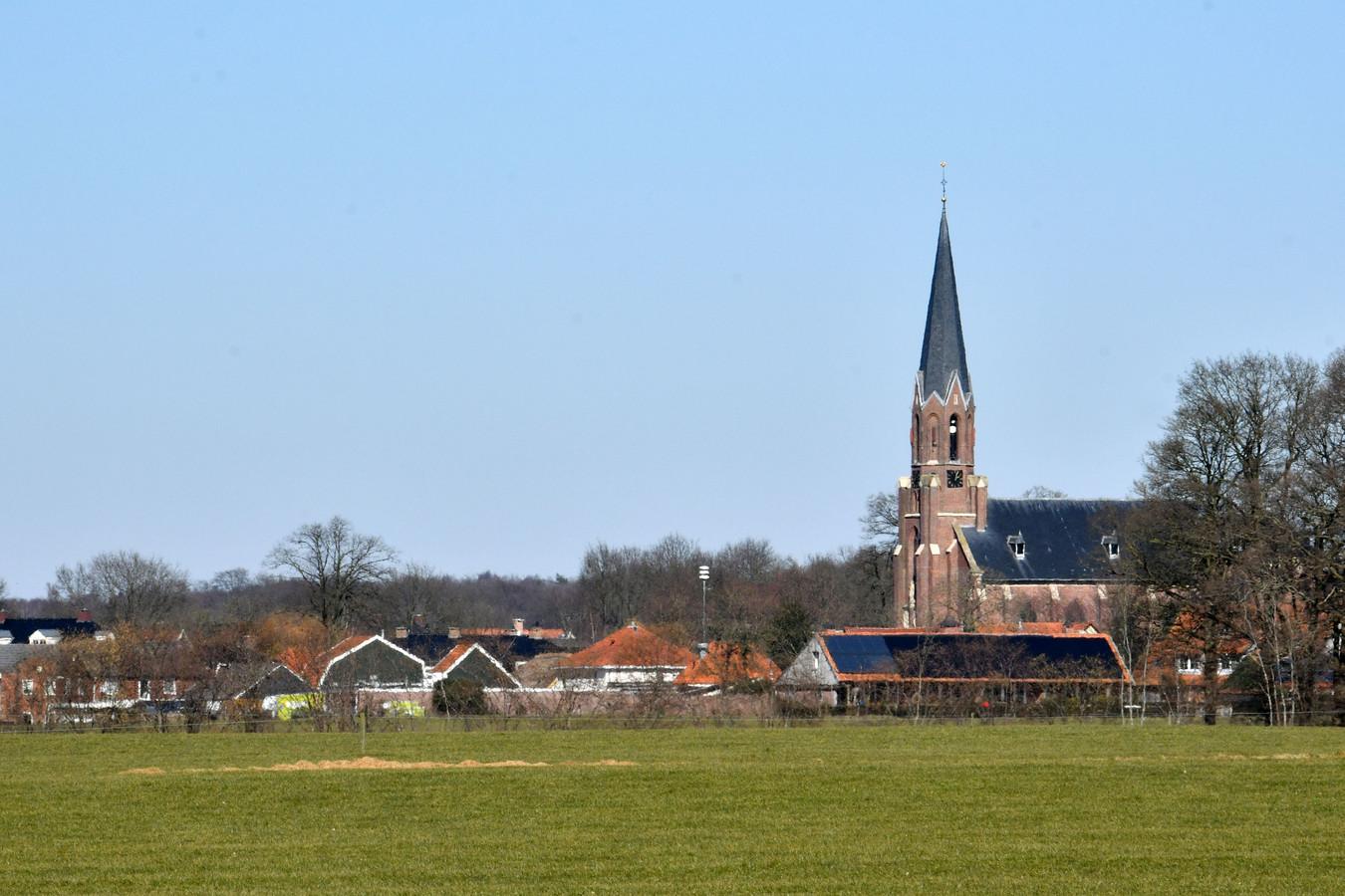 De Pancratiuskerk bepaalt het gezicht van Vasse. Ook deze kerk sluit binnen vijf jaar de deuren.