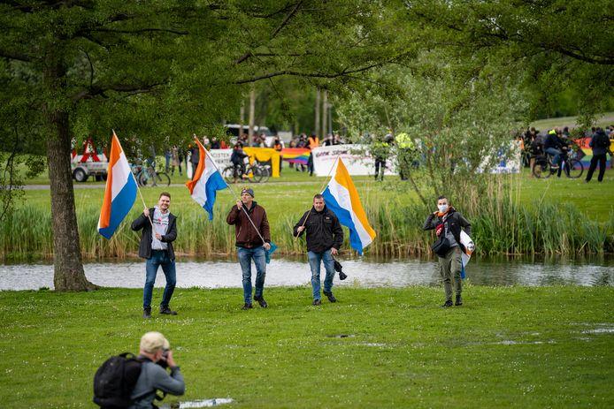 Aanhangers van Voorpost voeren actie.
