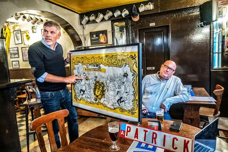 Dewinter toont oprichter Marcel De Leeuw op een cartoon uit 1978. Beeld Tim Dirven