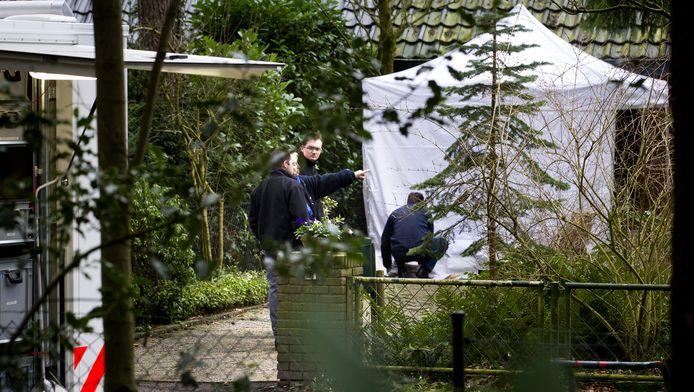 Politie bij de inmiddels verkochte woning van Els Borst aan de Ruysdaellaan in Bilthoven.