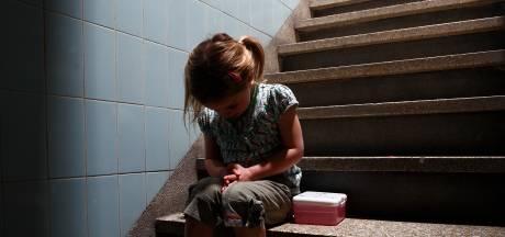 Angstig meisje in Deventer fluistert tegen haar moeder dat medebewoner (80) hand onder haar rok stopte