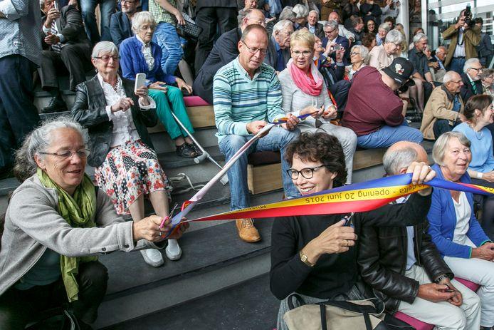 Lachende gezichten bij de heropening van Museum Vlaardingen in 2015.
