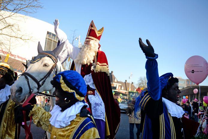 De intocht van Sinterklaas in Hengelo.