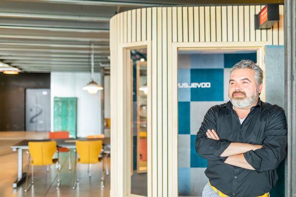 Jo Peters, CEO van Deusjevoo, aan de nieuwe tv-studio.