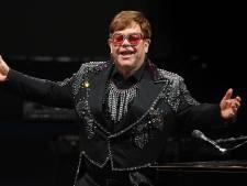 Elton John begint voorzichtig aan comeback na operatie