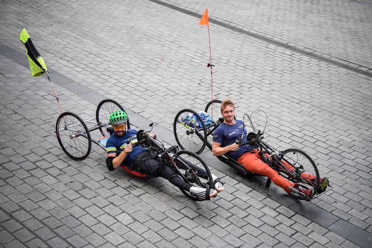 Jelle Veyt en Frank Van Linden zijn gestart aan hun handbike-tocht richting Lissabon.