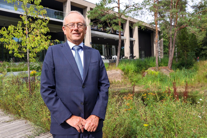 Waarnemend burgemeester in Waalre Jan Boelhouwer gaat aangifte doen van het lekken van informatie uit de vertrouwenscommissie. Deze commissie boog zich over de herbenoeming van de inmiddels opgestapte burgemeester Jan Brenninkmeijer.