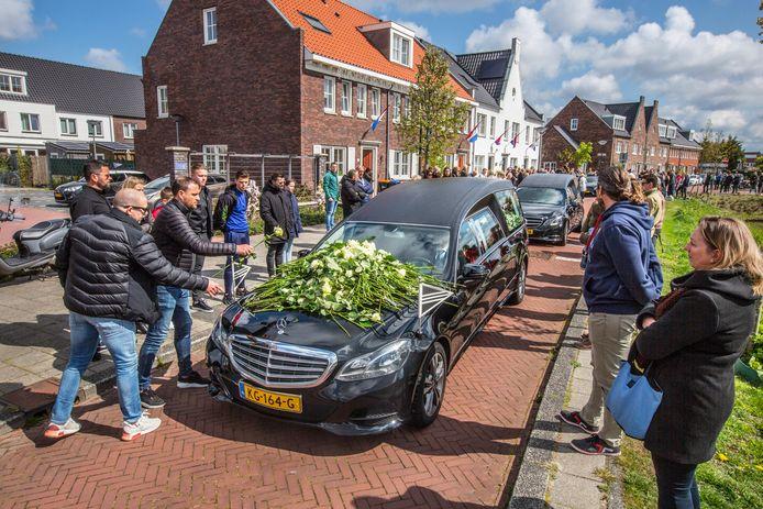 Eerbetoon aan de veel te vroeg overleden jeugdtrainer van DUNO Mark de Lange.