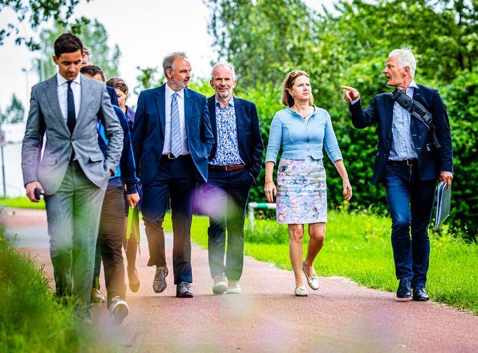 Minister Cora van Nieuwenhuizen op werkbezoek in Dordrecht.