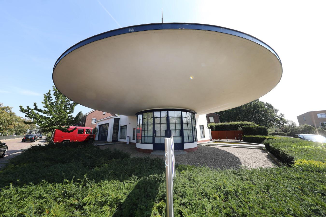 Het voormalige benzinestation aan de Muldersweg.