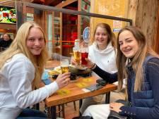 """REPORTAGE. Wij dronken de eerste koffie (en pinten) tussen de Bruggelingen: """"Tap mij maar direct een tweede!"""""""