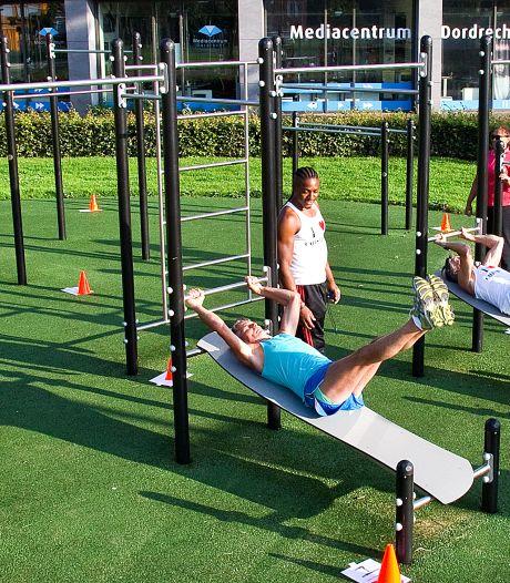 Push-ups, squats en planken: Dordtse 50-plussers krijgen clinic calisthenics