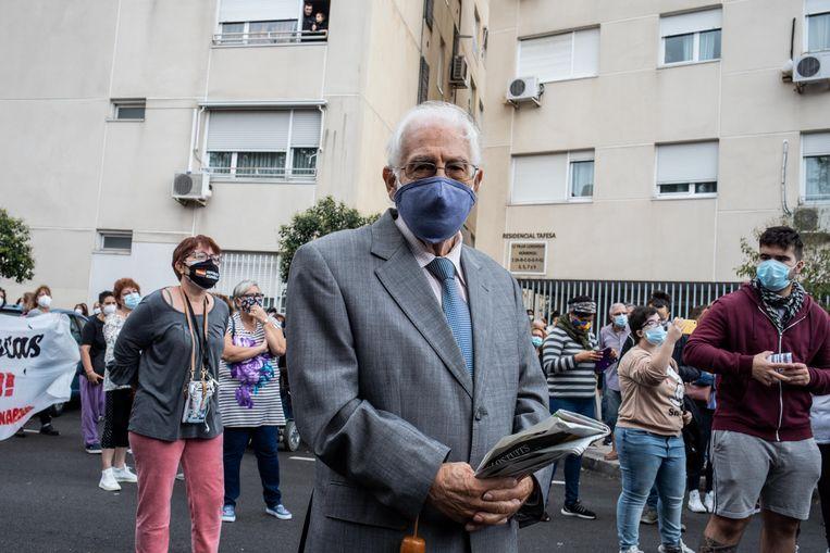 Protesten bij het gezondheidscentrum in de wijk Villaverde.  Beeld César Dezfuli