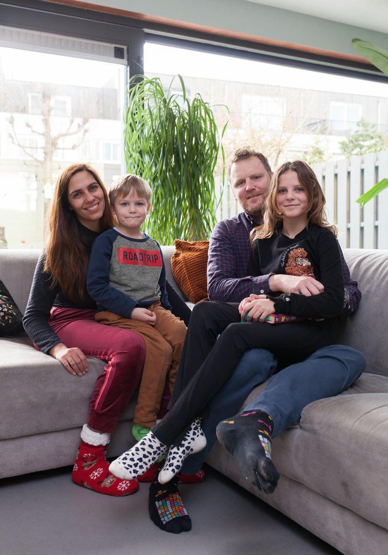 Janita Kieft met haar gezin. Beeld Nina Schollaardt