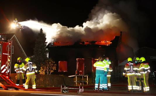 De brand waar de Hedelse broers ternauwernood aan wisten te ontsnappen.