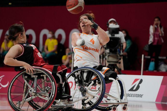 Sylvana van Hees (4) in Tokio, waar ze goud won met de rolstoelbasketbalsters.