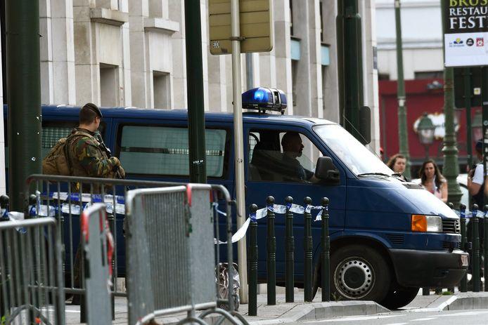 Ibrahim Abrini wordt weggevoerd tijdens het proces.