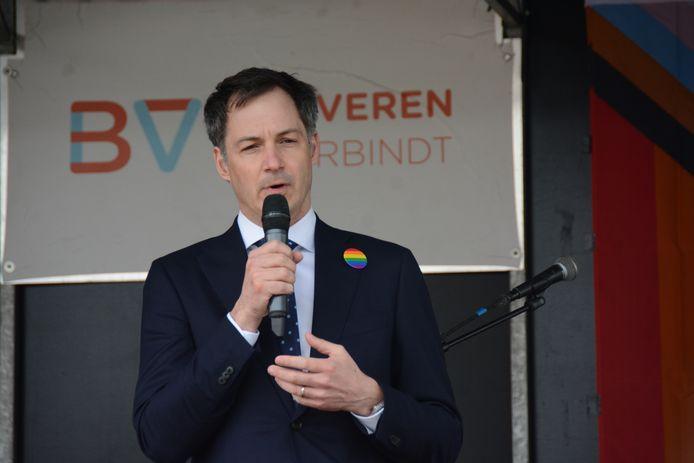"""""""We zijn een van de meest tolerante landen ter wereld met een heel vooruitstrevende wetgeving, maar wetgeving alleen is niet voldoende"""", zei premier De Croo."""