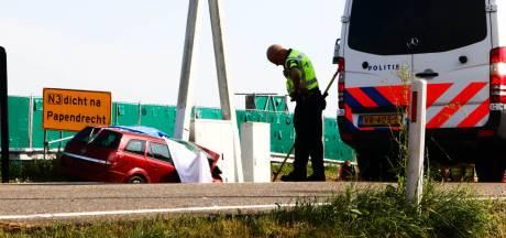 Dode en zwaar gewonde bij eenzijdig ongeval op A27 bij Hoogblokland