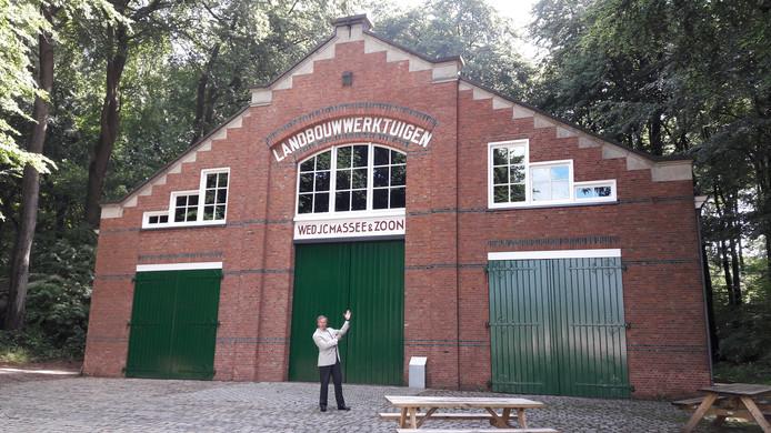 De stenen loods van de  firma J. C. Massee & Zn. uit Goes in het Nederlands Openluchtmuseum.