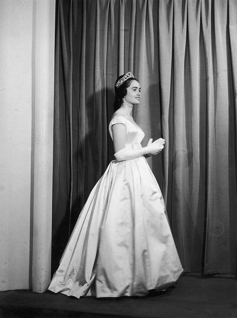 SPAIN - JANUARY 01:  Maria Teresa Of Bourbon Parma Wearing A Jacques Heim Evening Dress  (Photo by Keystone-France/Gamma-Keystone via Getty Images) Beeld Gamma-Keystone via Getty Images