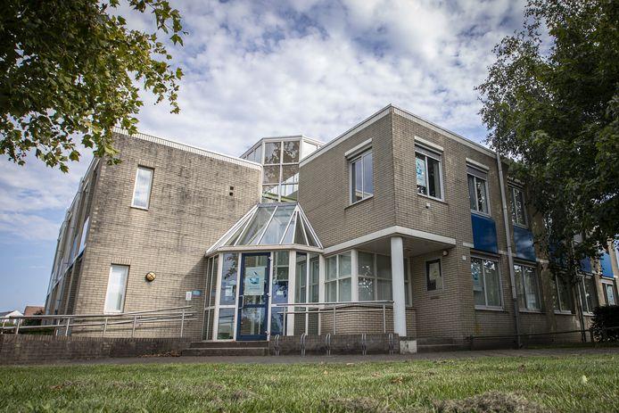 B en W van Rijssen-Holten willen het voormalige politiebureau doorverkopen aan de Huisartsengroepspraktijk.