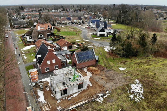 Verkoop ineens van alle kavels van bouwplan De Geurmeij in Overdinkel aan ontwikkelaar SprenghenParc lijkt volgens B en W van Losser de meest aantrekkelijke optie voor de gemeente.