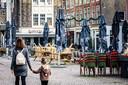 Het Scheffersplein is een van de 'horecapleinen' in Dordrecht. Verwacht wordt dat horeca-ondernemers aankloppen voor hulp als de staatssteun stopt.
