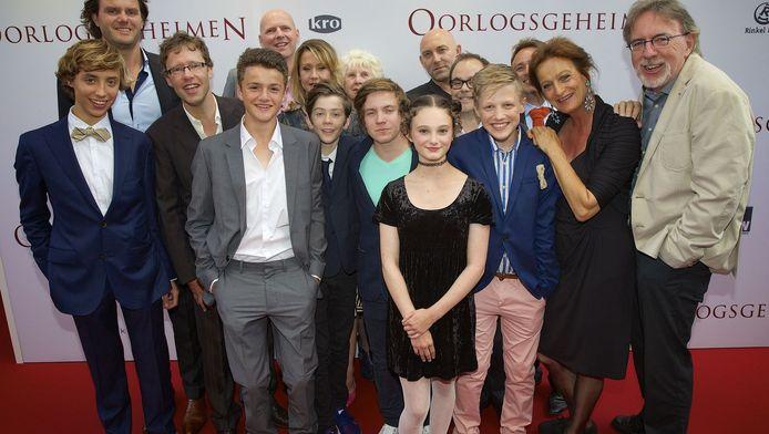 De cast en de regisseur van 'Oorlogsgeheimen'.