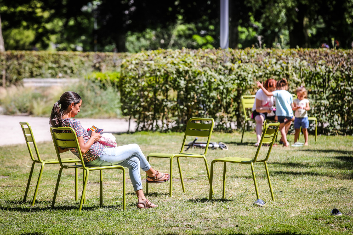 De parkstoeltjes staan onder meer in het Visartpark.