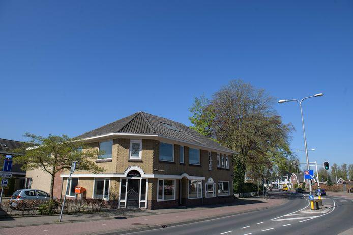 Geen Neude of A. Kerkhof, maar de Hoofdstraat in Zenderen.