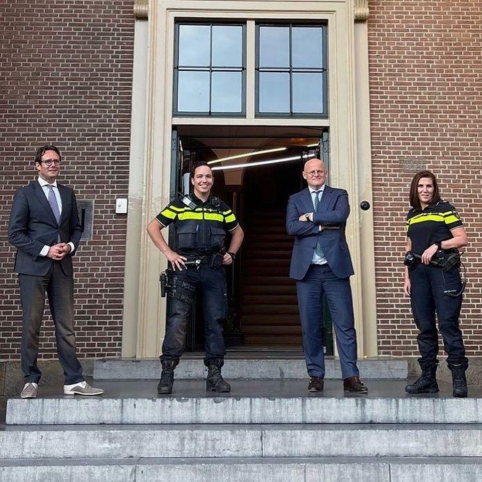 Minister Ferd Grapperhaus wordt ontvangen in Harderwijk.