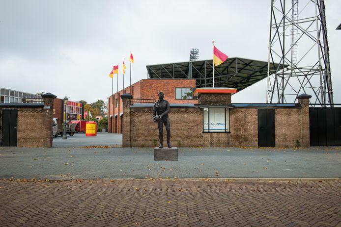 Op deze plek komt het standbeeld. Het uiteindelijke beeld ziet er iets anders uit dan deze impressie, met Leo Halle staande op één been.