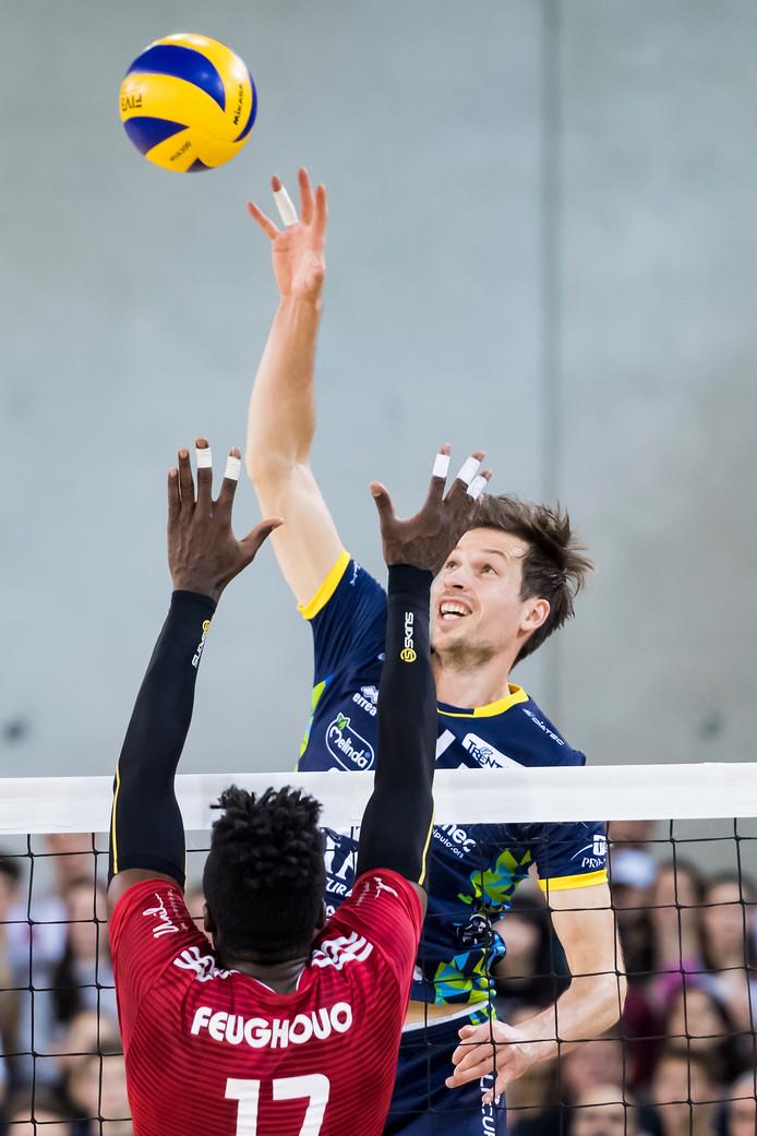 Maarten van Garderen in actie namens Trentino Volley.