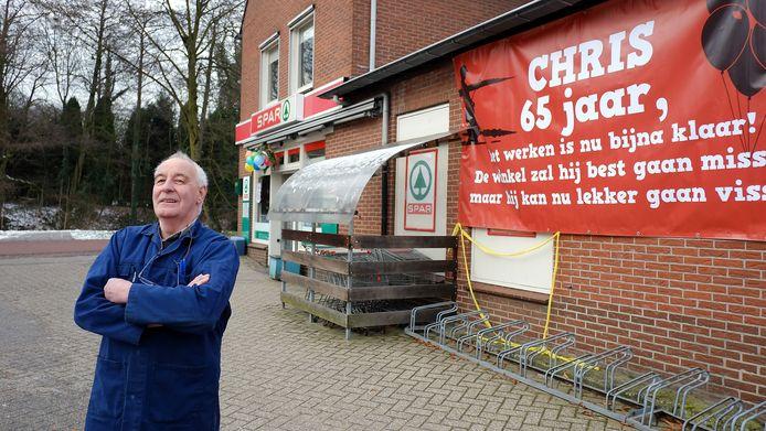 Chris Derksen voor de Spar in Doesburg in 2012. Derksen overleed in datzelfde jaar.