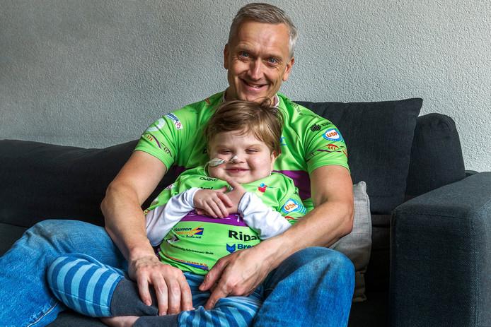 Danny Drieënhuizen (48) met zijn zoontje Axel (7).