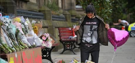 Manchester staat jaar na bomaanslag concert Ariana Grande stil bij slachtoffers