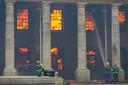 Het vuur heeft de bijna 200 jaar oude bibliotheek van de Universiteit van Kaapstad volledig vernield.