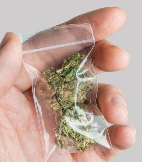 Drugs op zak maar niet gebruikt: 'Ontslag op staande voet is wellicht te zwaar'