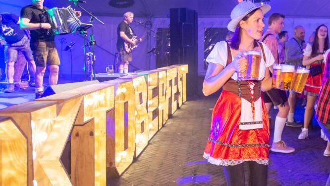 Deinen op Duitse schlagers en proosten met grote pullen bier, er is een traditie geboren in Lonneker