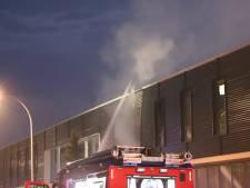 Grote brand in bedrijfspand aan de Laan van Waalhaven