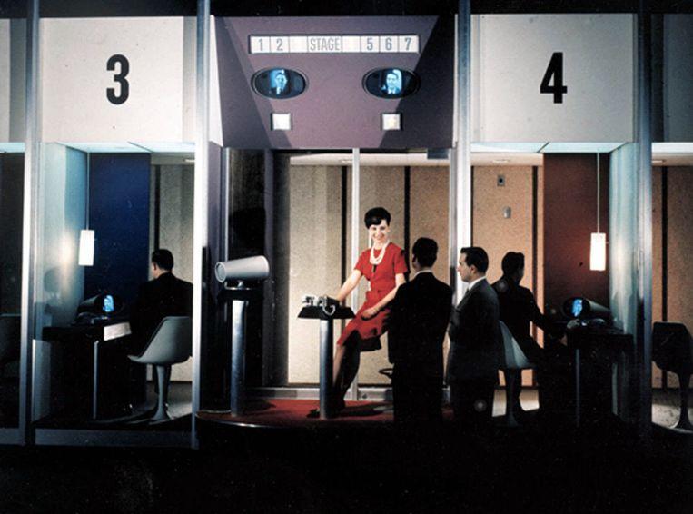 Videotelefooncellen tijdens de wereldtentoonstelling in Queens. Beeld AP